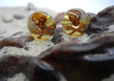 Natural Baltic amber earrings with engraved skull EAR06