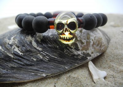 Natural Baltic amber round unpolsihed beads bracelet with skull BRA08