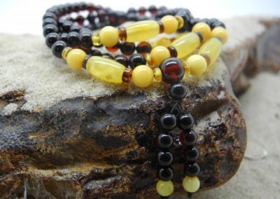 Natural Baltic amber Buddhist roasry RO03
